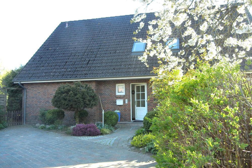 Separater Eingang zum großen Garten mit Liegewiese, Gartenmöbel